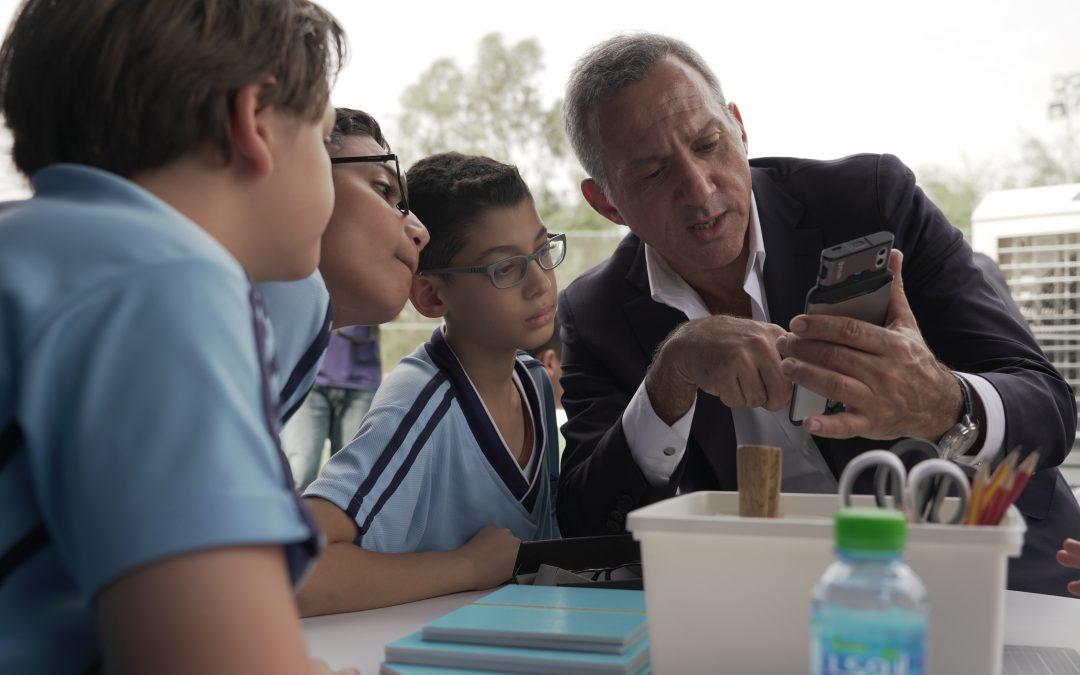 """أصغر مخترعة إماراتية تَحضر ختام برنامج """"تكييف"""" التعليمي لتهنئة الطلاب المشاركين"""
