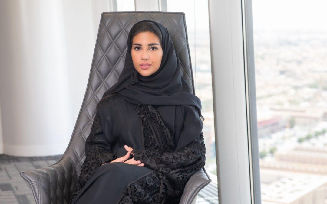 """الشابة السعودية إسراء البطي تنال لقب """"قائدة عالمية شابة"""" لعام 2021 من المنتدى الاقتصادي العالمي"""